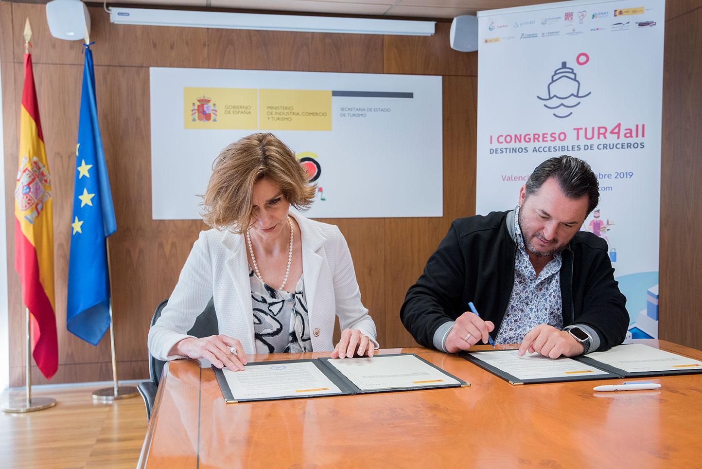 Acto-de-la-firma-del-convenio-con-la-Secretaria-de-Estado-y-el-Presidente-de-PREDIF